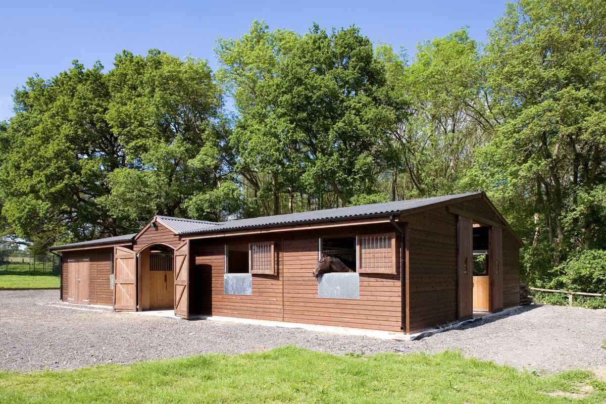 Barn With Five Stalls Tack Room Feed Room And Hay Stores