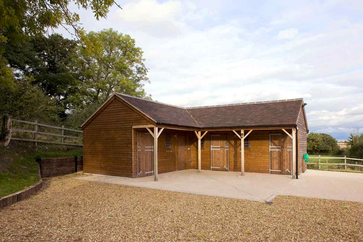 Three Stables And Corner Tack Feed Room